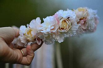 Ozdoby do vlasov - Nevestin závoj z lupienkov ruží - 8155416_
