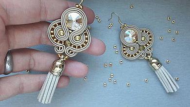Náušnice - štebotavé strapce - ručne šité šujtášové náušnice (krémovo-zlaté) - 8156624_