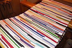 - Tkaný pestrofarebný koberec - 8161612_