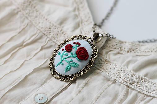 0b7b47a15 Vyšívanky - vintage ruže / arcoiris - SAShE.sk - Handmade Náhrdelníky
