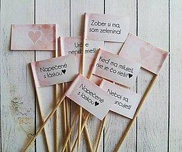 Darčeky pre svadobčanov - Vtipné tematicke vlajocky do zákuskov - 8164280_