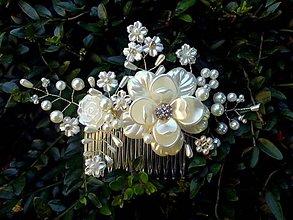 Ozdoby do vlasov - svadobný hrebienok do vlasov - bielo zlatý 2 - 8176267_