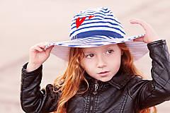 Detské čiapky - Detský letný klobúčik Navy & heart - 8176460_