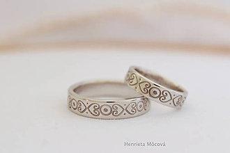 Prstene - Obrúčky s folklórnym ornamentom - biele zlato - 8178725_