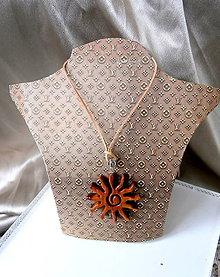 Iné šperky - drevený prívesok slnko... - 8179594_