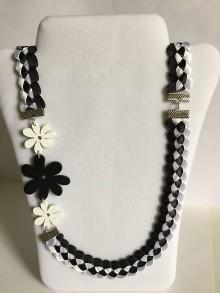 Náhrdelníky - Čierno-biely náhrdelník zo saténových stužiek - 8182712_