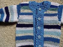 Detské oblečenie - modroprúžkovaný svetrík - 8181703_