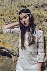 Ozdoby do vlasov - Biela pletená čelenka s perím - 8181964_