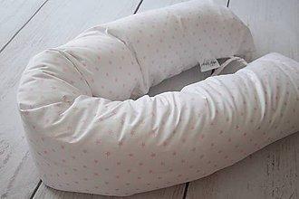 Textil - Medzinožník - valec na dojčenie ružové hviezdičky na bielom - 8184554_