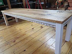 Nábytok - Rustikálna lavica kartáčovaná, s rezbou - 8183464_