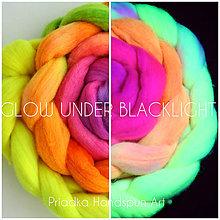Textil - FLUORESCENT VLNA COLLECTION Česanec na pradenie, plstenie (UV-reactive) - 8184602_