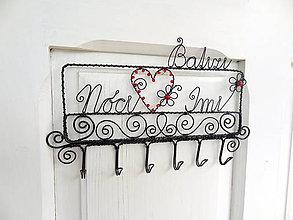 Nábytok - vešiak s menami - rodina...folk - 8188378_
