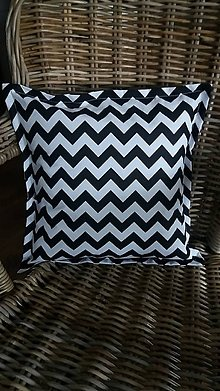 Úžitkový textil - Dekorační vankúš/obliečka... cik cak černý - 8188581_