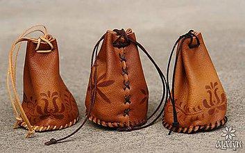 Peňaženky - Kožený mešec zdobený - 8187063_