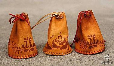 Peňaženky - Kožený mešec zdobený - 8187071_