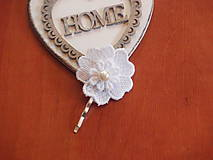 Ozdoby do vlasov - Sponka - biely kvietok s perličkou - 8189965_
