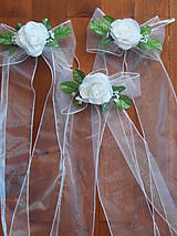 - Dekorácia na lavice s menšou ružičkou - 8190040_