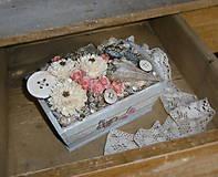 Dekorácie - Dekorácia v drevenej bedničke s motýlikmi - 8190180_