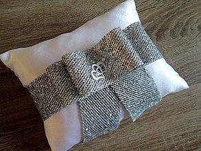 Úžitkový textil - Vankúš pod obrúčky - 8192646_