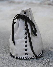 Peňaženky - Veľký kožený mešec, veľkosť na 300 mincí (sivý s čiernou šnúrkou) - 8193309_