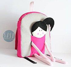 Detské tašky - RUKSAK s BÁBIKOU svetlo sivo - cyklamenový 2,5r. - 8193885_
