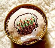 Jehelníček-košíček s růžičkami (jehelníček)