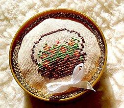 Dekorácie - Jehelníček-košíček s růžičkami (jehelníček) - 8197217_