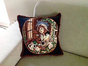 Úžitkový textil - Háčkovaný polštář-dívka v okně - 8197450_