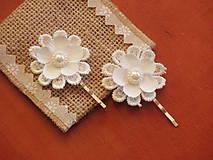Ozdoby do vlasov - Biele čipkované sponky alebo vlásenky - 8197420_