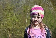 Detské čiapky - Pletená farebná čiapočka s gombíkom - 8200838_