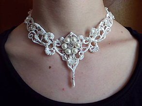 Náhrdelníky - svadobný náhrdelník s perličkami a štrasom - 8201475_
