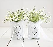 Dekorácie - Svadobná vázička biela so srdiečkom - 8204069_