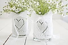 Dekorácie - Svadobná vázička biela so srdiečkom - 8204074_
