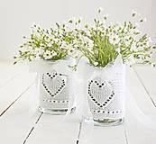 Dekorácie - Svadobná vázička biela so srdiečkom - 8204075_
