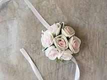 náramok pre družičku ružovo-biele ružičky