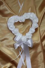 Svadobné srdce na dvere biele