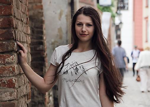 Ručne kreslené tričko s horami