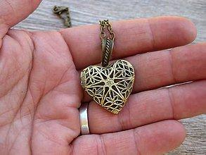 Náhrdelníky - Srdiečkový medailón (bronzový - náhrdelník č.926) - 8207722_