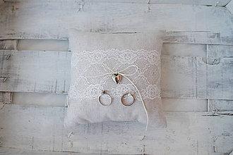 Prstene - Svadobný vankúšik s čipkou - 8207591_