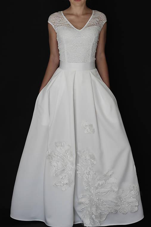 Svadobná skladaná sukňa s kvetmi biela a smotanová/ivory