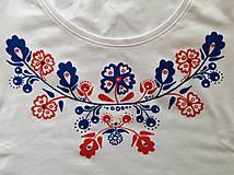 Folkové dámske maľované tričko (modročervené prevedenie)