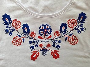 Tričká - Folkové dámske maľované tričko (modročervené prevedenie) - 8209740_