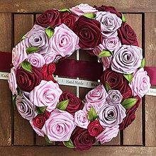 Dekorácie - Romantický rúžičkový veniec (handmade) - 8216097_