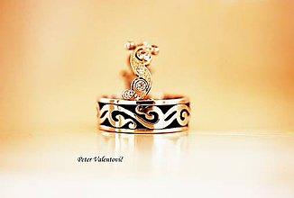 Prstene - Zdobené černané svadobné obrúčky - 8218944_