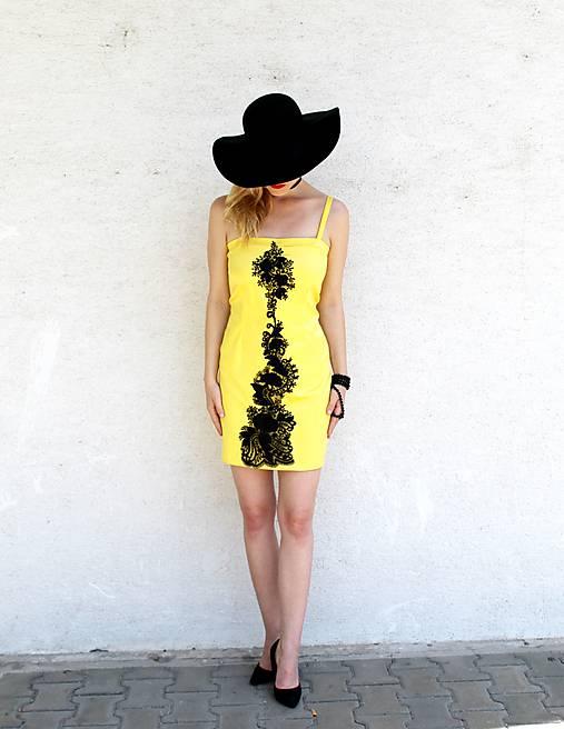 Šaty - s čiernou čipkou...... - 8219492_
