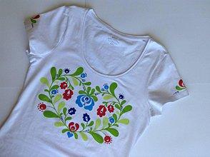 Tričká - Folkové dámske maľované tričko (Pestrofarebné dozelena) - 8222871_