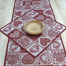 Úžitkový textil - Ornamenty v srdiečkach bordo - obrúsok štvorec 41x41 - 8226283_