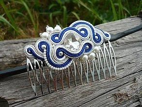 Ozdoby do vlasov - Soutache hrebienok FOLKlórny modro-biely svadobný - 8227871_