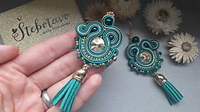 Náušnice - emerald tassel - šité šujtášové náušnice so strapcami - 8227688_