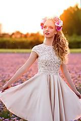Šaty - Koktejlové šaty s tylovým vyšívaným živôtikom a kruhovou sukňou rôzne farby - 8228774_